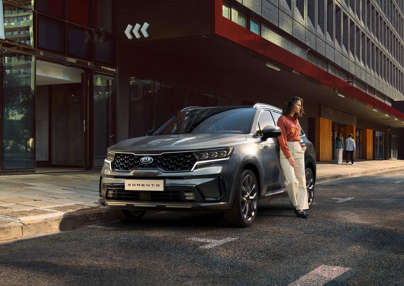 Koko Kia-mallistoon edullinen 0% korkotarjous. Uusi Kia Sorento saatavilla hybridinä, plug-in hybridinä ja sähköautona.
